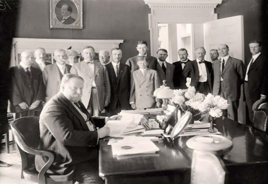 President Taft signed the proclamation officially making Arizona a state